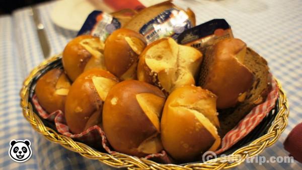 Laugenbroetchen-ขนมปัง-Bei Otto
